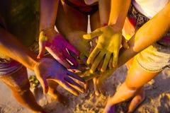 Jouer avec la poudre colorée Image stock