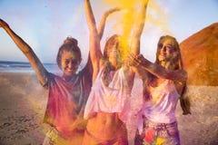 Jouer avec la poudre colorée Photos stock