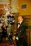 Jouer avec le feu - une représentation par l'acteur l'illusionniste le magicien Roman Borsch image stock