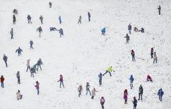 Jouer d'enfants d'hiver de neige Image libre de droits