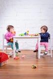 Jouer de deux petites filles Photographie stock libre de droits