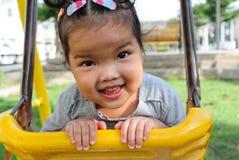 Jouer de fille d'enfant Photo stock