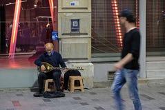 Jouer de la musique la nuit à Istanbul Photos libres de droits