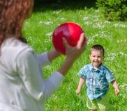 Jouer de mère et d'enfant Image libre de droits