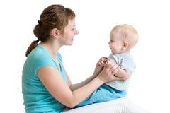 Jouer de mère et de bébé. Maternité Photographie stock