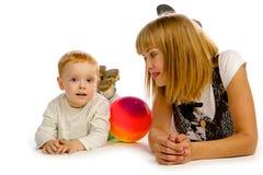 Jouer de mère et de fils Images stock