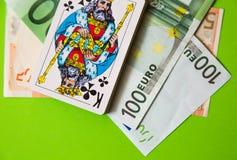 Jouer des cartes au-dessus d'euro argent Photo libre de droits