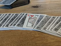 Jouer des cartes, reine des coeurs photos stock