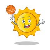 Jouer la bande dessinée mignonne de caractère du soleil de basket-ball illustration libre de droits