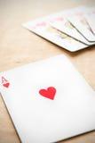 Jouer la carte de coeurs Photos libres de droits