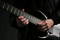 Jouer la guitare Images stock