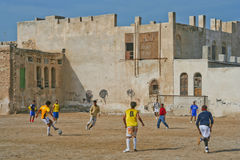 Jouer le football en Iran Photo libre de droits