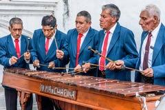 Jouer le marimba, Cuidad Vieja, Guatemala images libres de droits