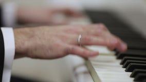 Jouer le piano clips vidéos