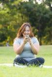 Jouer le téléphone portable Photos stock