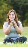 Jouer le téléphone portable Photographie stock libre de droits