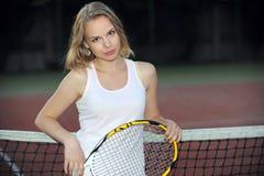 Jouer le tennis Photo stock