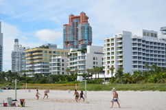 Jouer le volleyball de plage, Miami Beach Image libre de droits