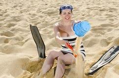 Jouer sur la plage Images stock