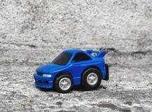 jouet bleu de véhicule Photos stock