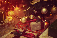Jouet brillant sur l'arbre de Noël Photos stock