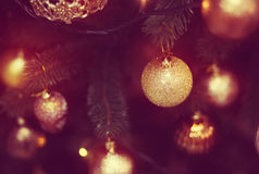 Jouet brillant sur l'arbre de Noël Image libre de droits