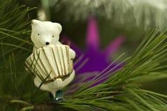 Jouet d'arbre de Noël de vintage : ours avec l'accordéon photographie stock
