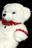 Jouet d'ours de nounours sur le fond noir Présent d'enfant d'amusement Image stock