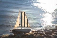 Jouet de bateau images stock