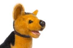 Jouet de chien de poupée pour des enfants Sur un fond blanc Photo libre de droits