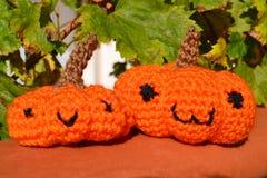 Jouet de crochet d'amigurumi de potirons Image stock
