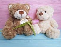 Jouet de deux ours, vacances en bois Photos stock