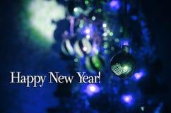 Jouet de Noël sur l'arbre de Noël La nouvelle année ornemente le fond d'hiver pour l'espace vide de carte postale Fond de soirée  Image stock