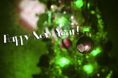 Jouet de Noël sur l'arbre de Noël La nouvelle année ornemente le fond d'hiver pour l'espace vide de carte postale Fond de soirée  Photo stock