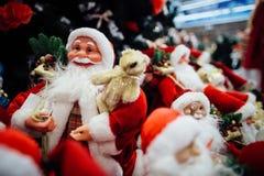 Jouet de Santa Claus dans le mail Photo libre de droits