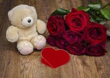 Jouet et bouquet mous des roses Photo libre de droits