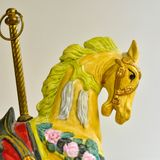 Jouet jaune de carrousel de cheval Photo libre de droits