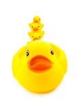 Jouet jaune en caoutchouc de canard sur le fond blanc Photo stock