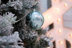 Jouet sur l'arbre de Noël Photographie stock libre de droits