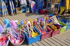 Jouets à vendre à une boutique de plage Photo libre de droits