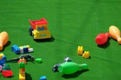 Jouets colorés de bébé de plastique Image stock