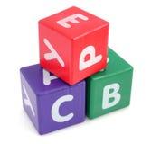Jouets colorés en bois de tour de cubes Images libres de droits