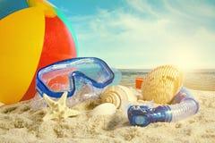 Jouets d'été à la plage photos libres de droits