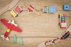Jouets d'enfants sous forme de cadre images stock