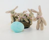Jouets de lapin de Pâques Images libres de droits