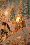 Jouets de Noël, cadeaux, figurines féeriques Photographie stock libre de droits