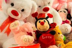Jouets de peluche de cadeau de jour de valentines Image stock