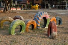 Jouets du ` s d'enfants faits à partir de vieux pneus de voiture en Thaïlande Images stock