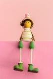 Jouets en bois se reposants, poupées de bébé de couleur de cadeau Photo stock