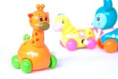 Jouets en plastique de bébé de girafe de cerfs communs de cheval images libres de droits